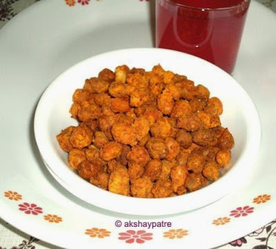 fried peanuts in a serving plate