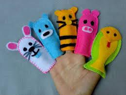Mengajari Anak Cara Membuat Boneka Tangan