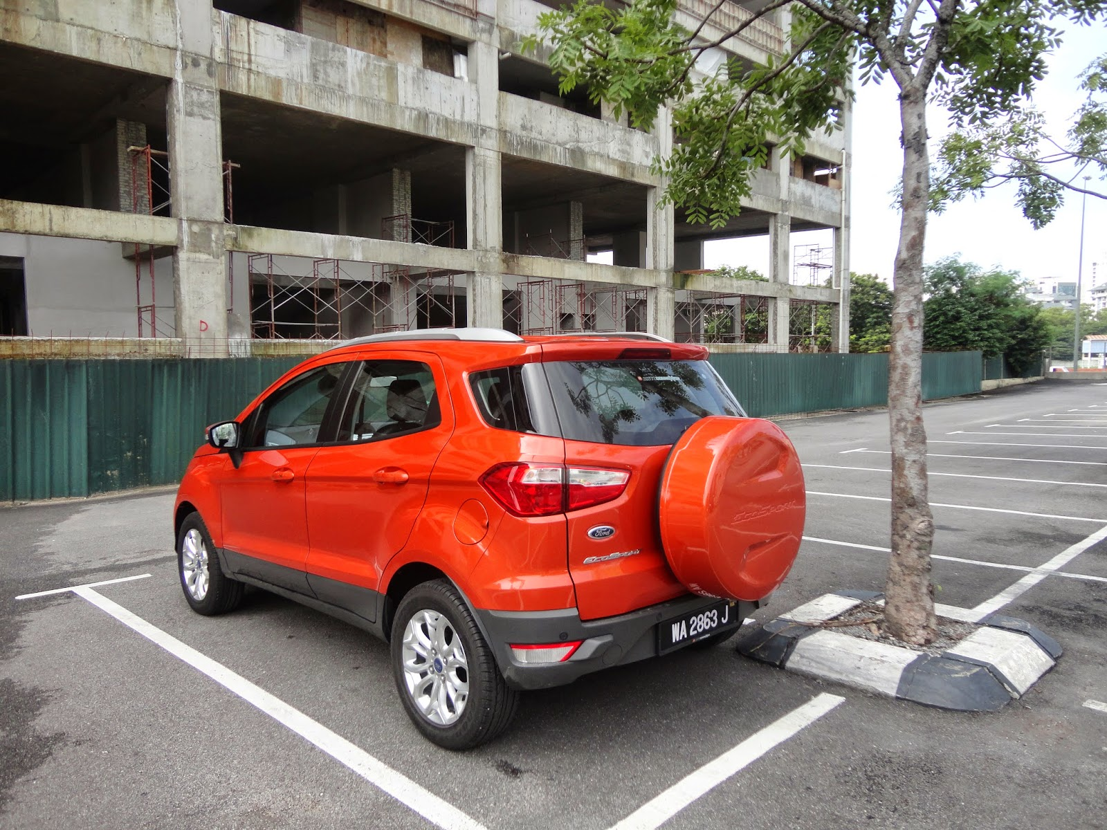 The ecosport titanium as tested comes with a pretty long list of gadgets to keep the occupants occupied externally it gets 16inch alloy wheels on 205 60