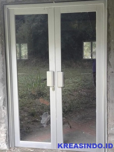 Pintu swing alumunium