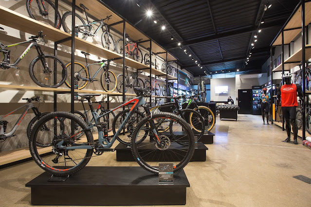 Bicicletas da Sense dentro da loja