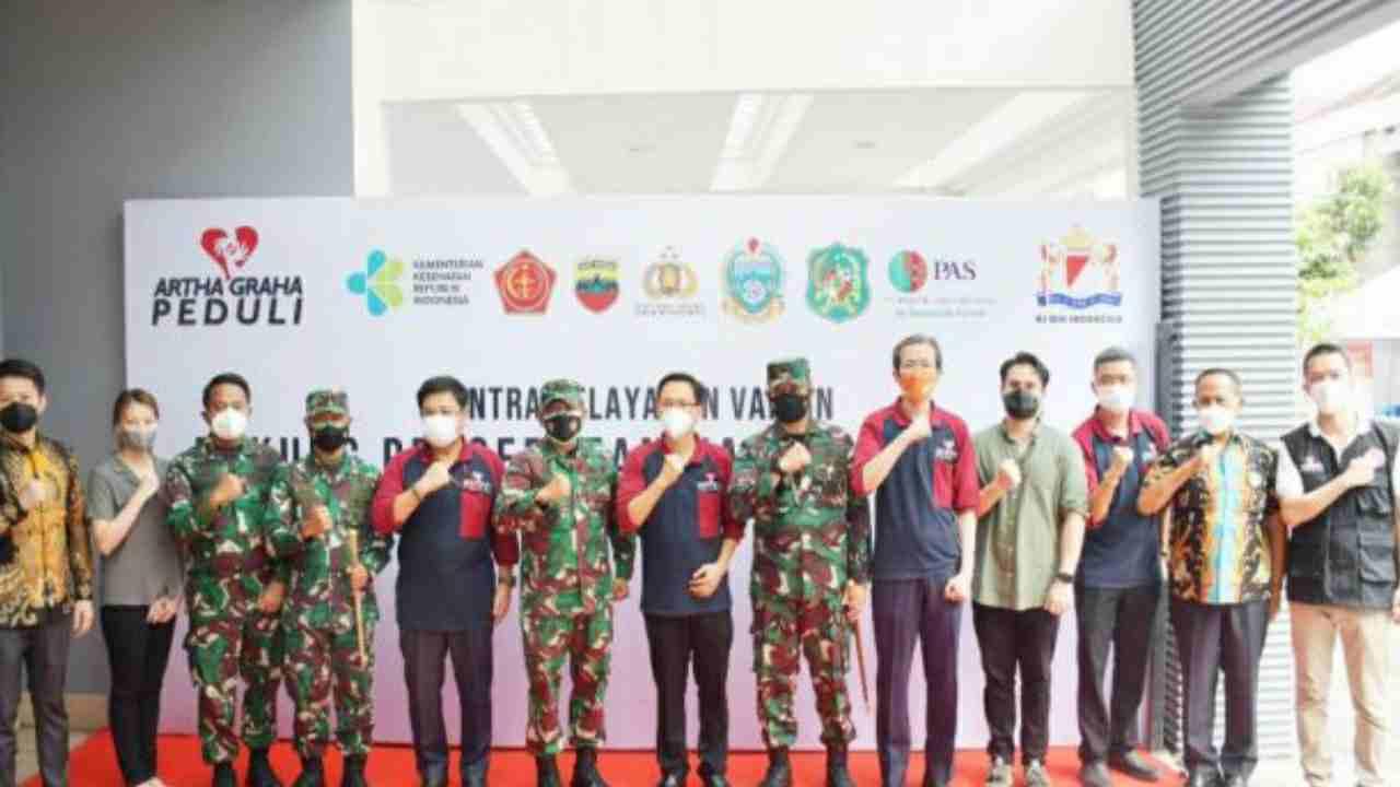 Irdam I/BB Dampingi Menteri BUMN Tinjau Pelaksanaan Vaksinasi Covid-19 di Padang Golf Malibu