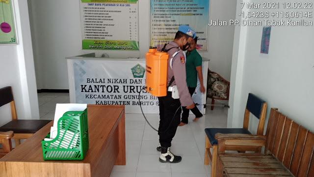 Putus Penyebaran Covid-19, Personel Polsek GB Awai Rutin Semprot Disinfektan di Perkantoran