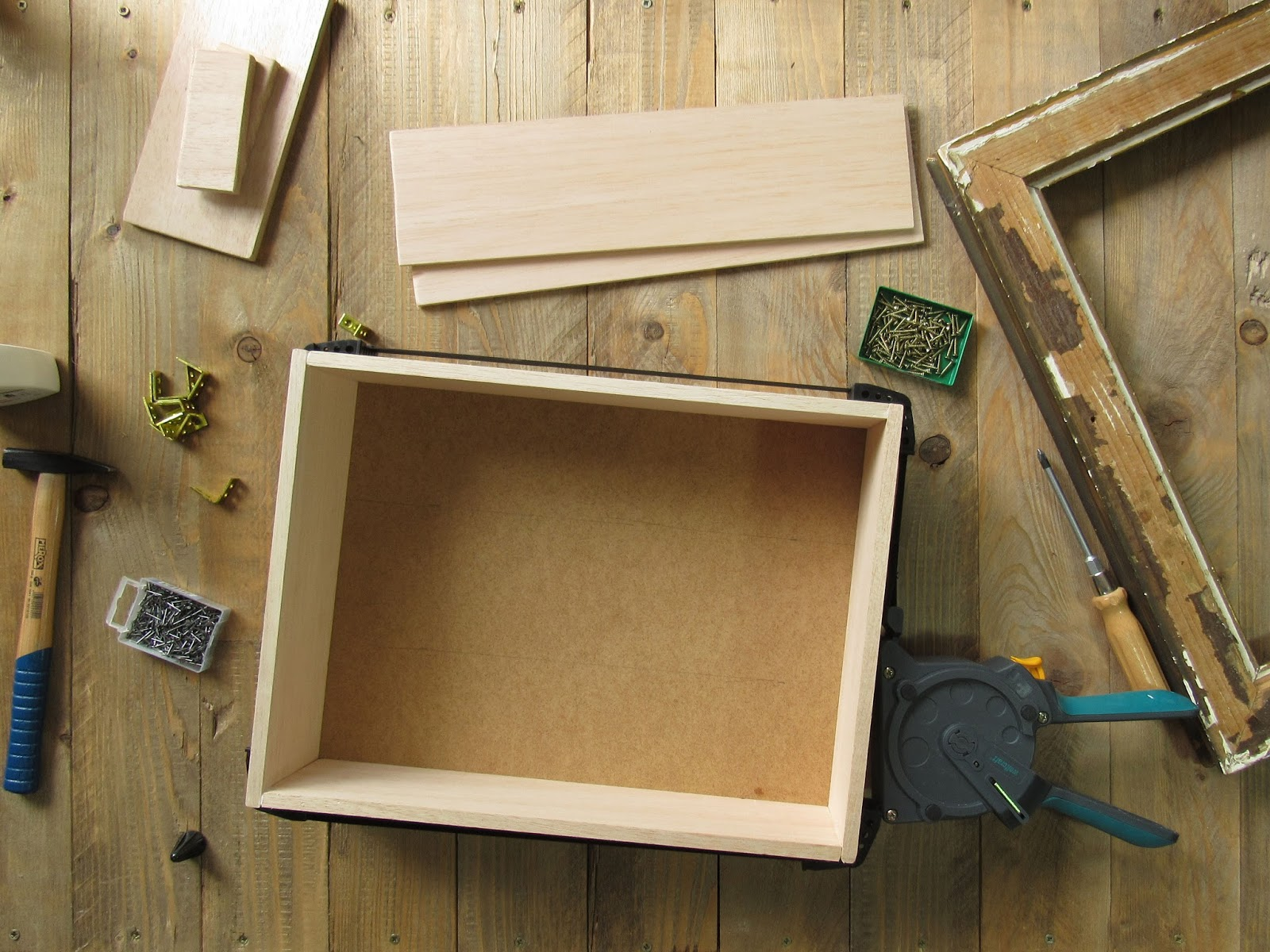 was kann man mit einem alten bilderrahmen machen. Black Bedroom Furniture Sets. Home Design Ideas