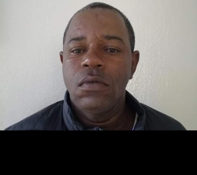 Hombre incendia casa con cuatro niños adentro; dos pierden la vida