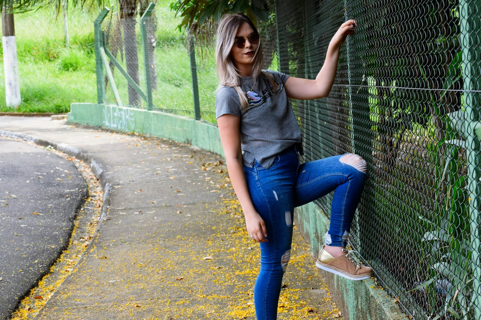 Look do dia: calça jeans destroyed + cropped