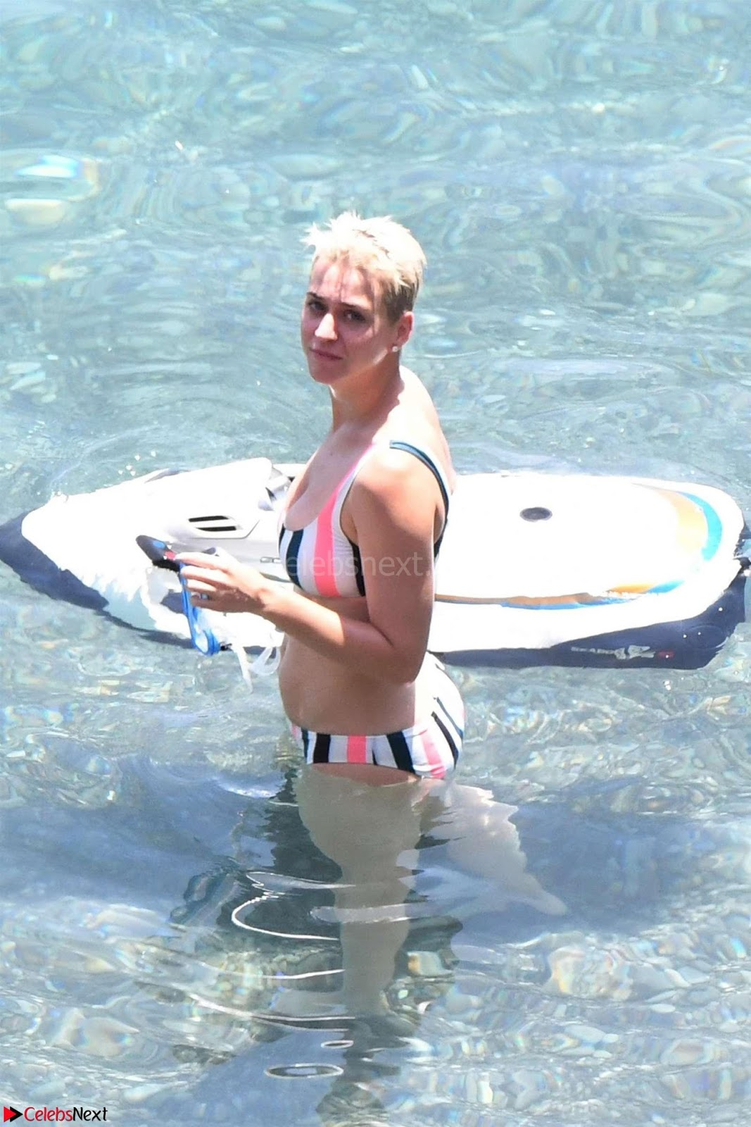 Katy  Perry super whtie girl in tiny Bikini July 2017 Huge Cleavages Boobs