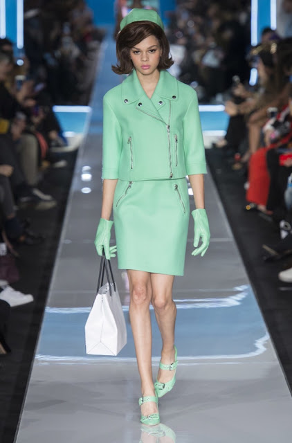 Moschino fall 2018 runway suit
