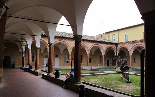 Parte externa da Basilica di San Francesco em Siena