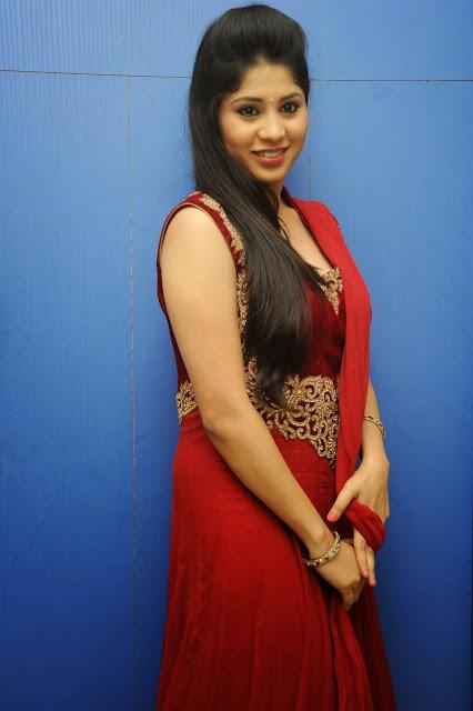 Ziya Khan Glamorous Photos in Red-HQ-Photo-28