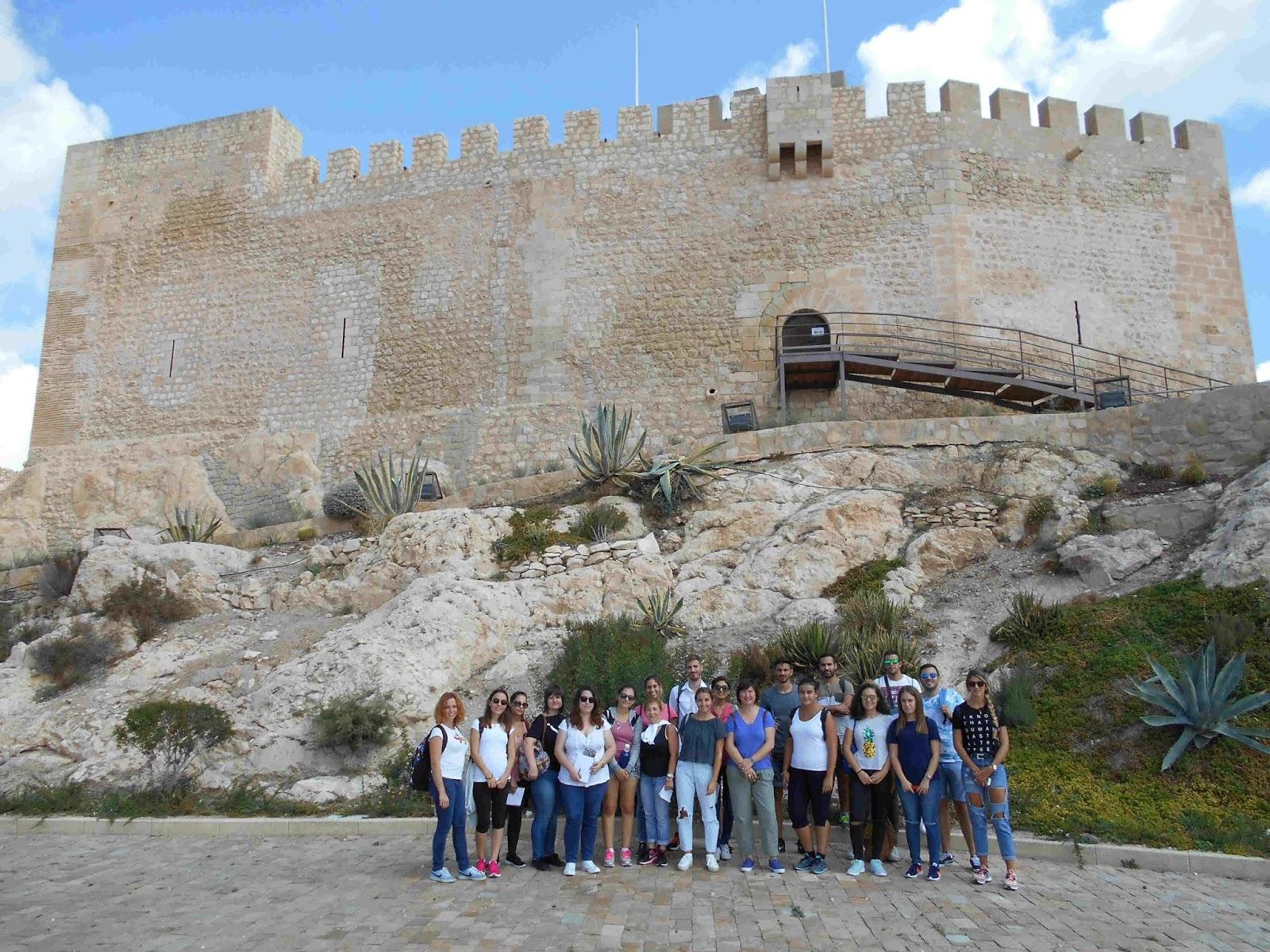 Museo d maso navarro visita al castillo y a las casas cueva de la muralla de estudiantes de - Navalon turistico ...