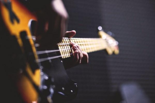 5 Cara Stem Gitar dengan Aplikasi untuk Pemula
