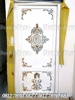 Model pintu besi tempa klasik warna putih, cocok untuk pintu kamar