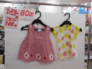 100円子供服80㎝の花柄ワンピースとタンクトップ
