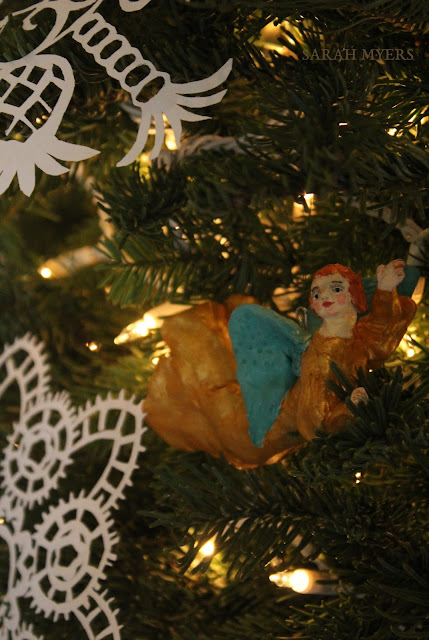 Christmas, tree, snowflakes, noel, navidad, natale, snow, paper, ornaments, 2016, Christ, angel, flying, announcing, craft, sculpture, star, decorations, decor, deco, house, home, casa, season, holiday, handmade, art, arte, lights, Christmastime, decoration, diy, weihnachten, cut-paper, medallions, handwork, Sarah, Myers, photography, fir, fir-tree