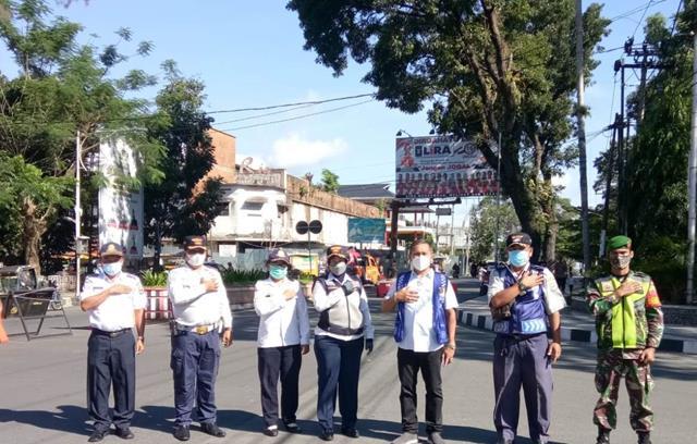 Kompak Bersama Dinas Terkait Lakukan Ops PPKM Level lll Di Kota Pematang Siantar Oleh Personel Jajaran Kodim 0207/Simalungun