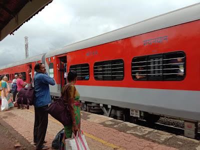 खेड :संजय तांबडे, mandavi Express Engine Fail