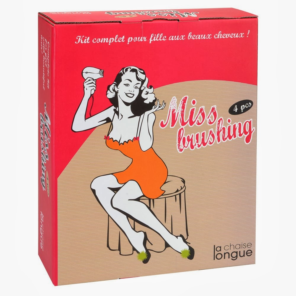 Kit Miss brushing la Chaise Longue