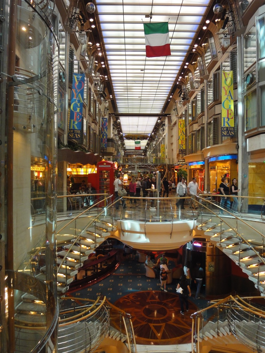 Royal Promenade der Voyager of the Seas