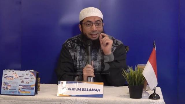 Ustadz Khalid Basalamah Luruskan Tuduhan soal Melarang Lagu Indonesia Raya: Itu Keluhan Jemaah