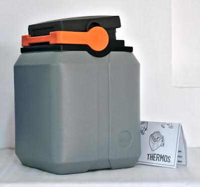 Termo KST marca Thermos® nuevos certificados UNICEF gris tapa negra asa anaranjada color plomo