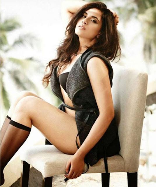 Bollywood Actress Richa Chadda Latest Bikini Photo Shoot Pics actressbuzz.com