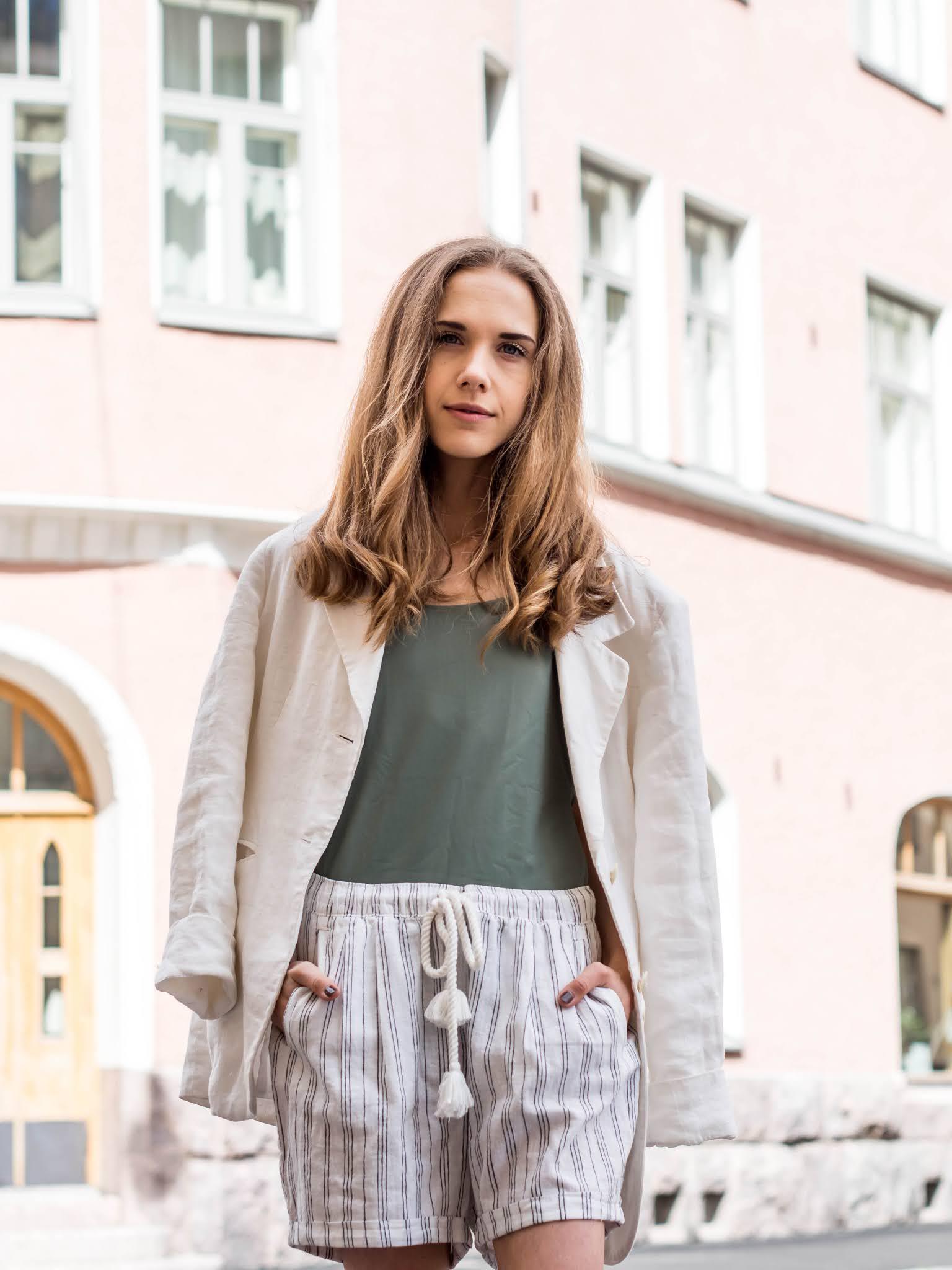 Fashion blogger summer outfit, swimsuit, linen, Scandinavia - Kesämuoti, uimapuku, pellava, bloggaaja