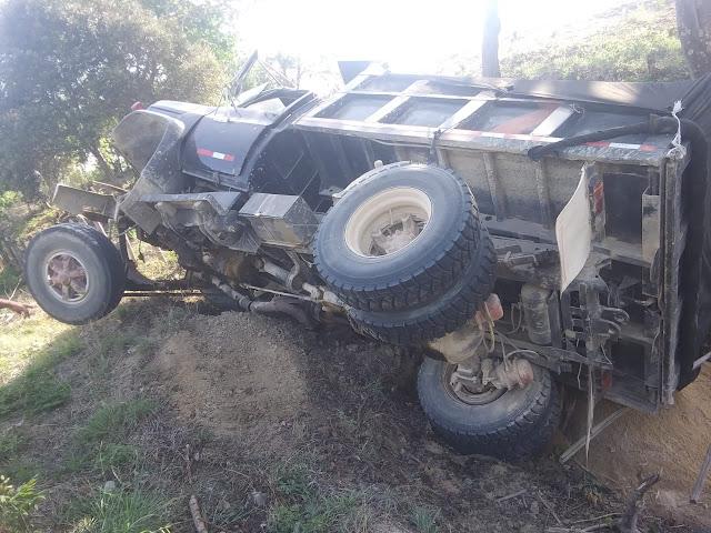 Volqueta fuera de control se accidenta en vía que conduce a Juan de Acosta con Baranoa