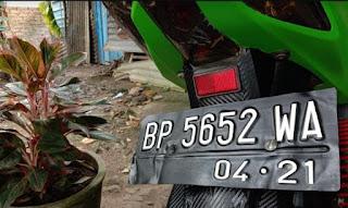 pelat nomor kendaraan cutting
