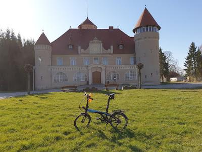 Tern Link vor dem Schloss Stolpe auf Usedom