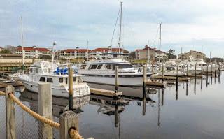 https://pixabay.com/photos/boats-sailboats-marina-port-harbor-5367504/