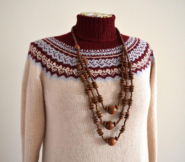 вязаное платье с круглой кокеткой