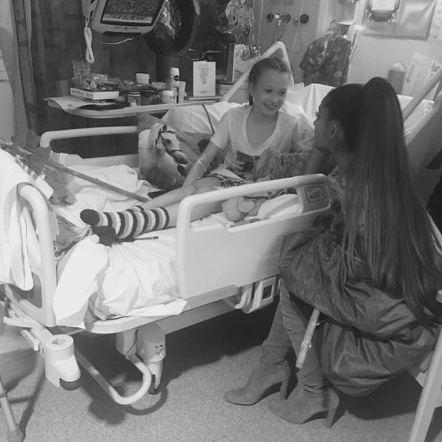 Ariana-Grande-Meet-Manchester-Victims-in-Hospital