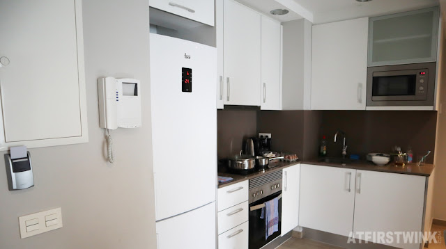 Feel at home plaza apartments Barcelona kitchen