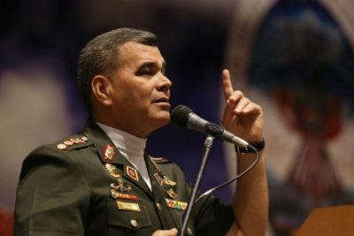 Padrino López pide a militares aguantar tormenta por sanciones de EEUU