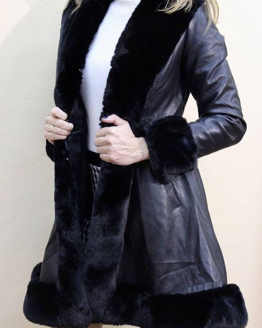 Μαύρο παλτό δερματίνης με γούνα σε κάθε τελείωμα   & σε όλο το εσωτερικό με ζωνάκι