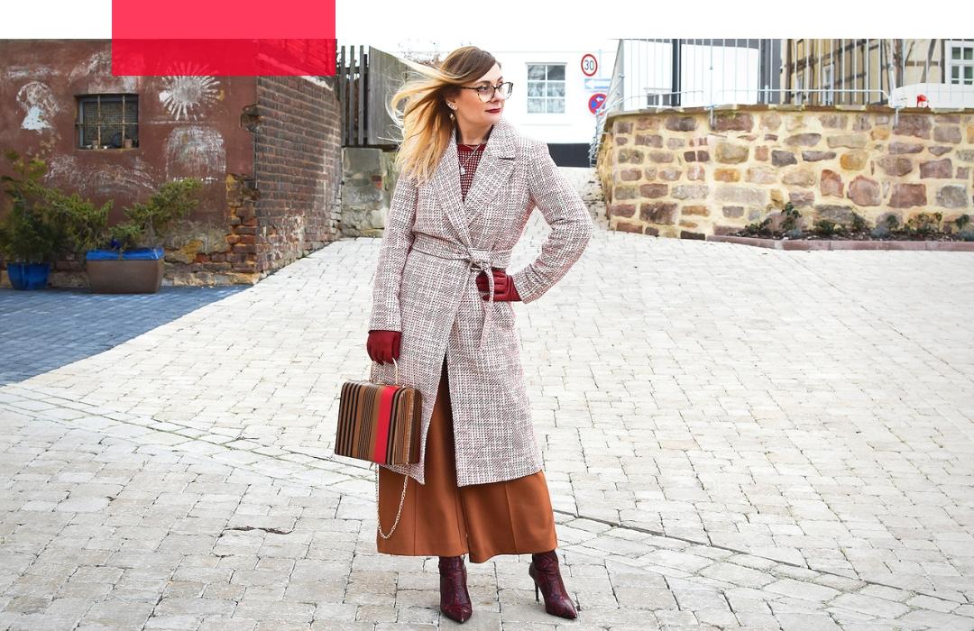 Mustermix Outfit mit Mantel und Hose, Snakeprint Boots Frauen