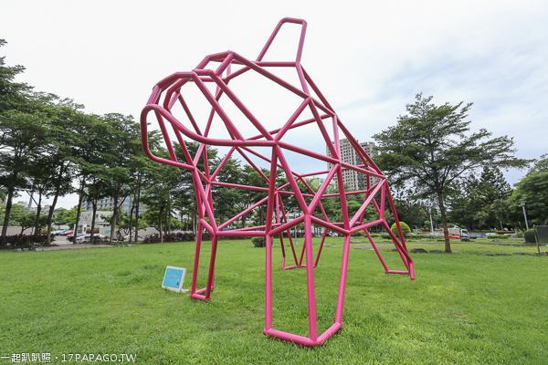 《台中.西區》台中新地標|草悟道大型粉紅法國鬥牛犬裝置藝術|竹光鄰鄰美好書席