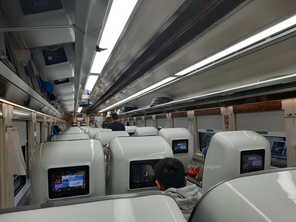 Gerbong Kereta Api Gajayana Luxury 42L Generasi Terbaru
