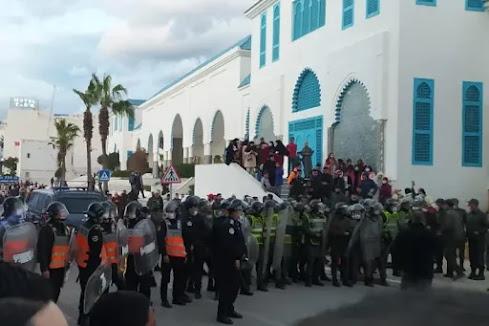 أخبار المغرب: سلطات المضيق تمنع وقفة احتجاجية بالفنيدق