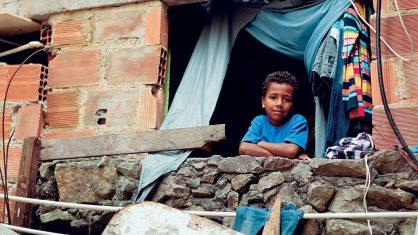 Número de pessoas vivendo no Brasil abaixo da linha de extrema pobreza bate recorde e já equivale ao total da população de países como Grécia e Portugal