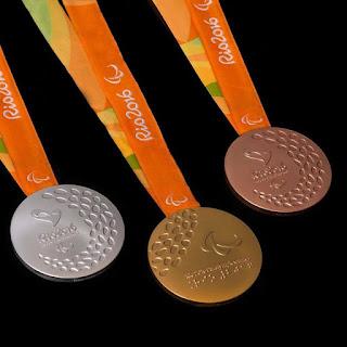 Pingat Sukan Paralimpik Dan Bola Keluli Kecik