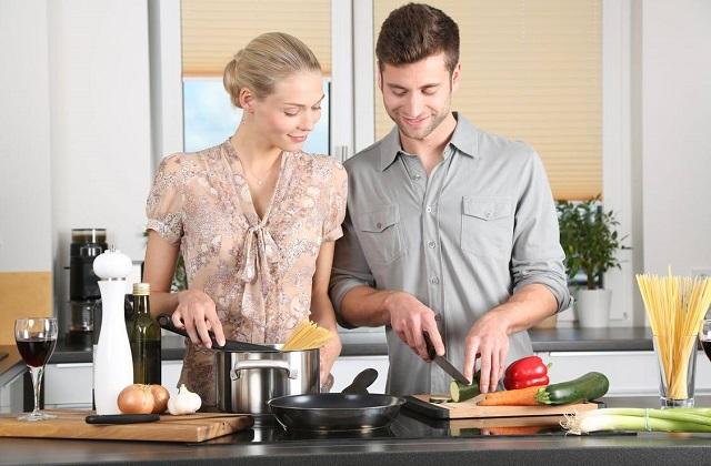 Couples in a Healthy Relationship cook