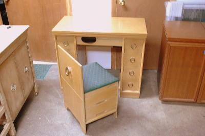 Pfaff California style sewing machine table with storage chair. It closes to look like a solid cabinet. & VINTAGE SEWING MACHINES: Vintage Sewing Machine Websites ...