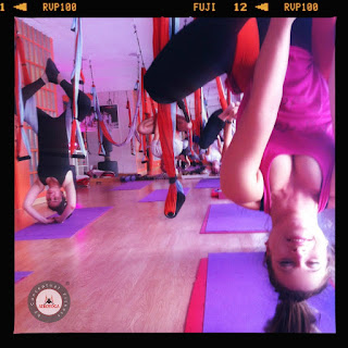 yoga aérien, aeroyoga, air yoga, hamac yoga, formation yoga aérien, formation aero yoga, exercices, pilates, danse, bienfaits, santé, bienêtre, fly yoga, flying yoga