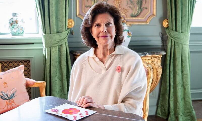 Queen Silvia bought this year's first mayflower digitally from Elin Eisele.  Elin is the name of the designer behind the flower sold this year