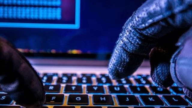 Ilustrasi serangan hacker atau siber