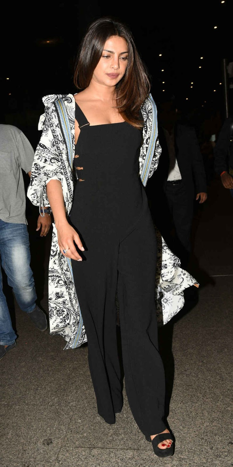 Priyanka Chopra Snapped at Mumbai Airport