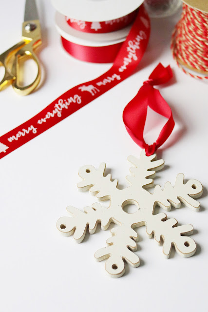 holiday decorating inspiration using ribbons and twine   creativebag.com