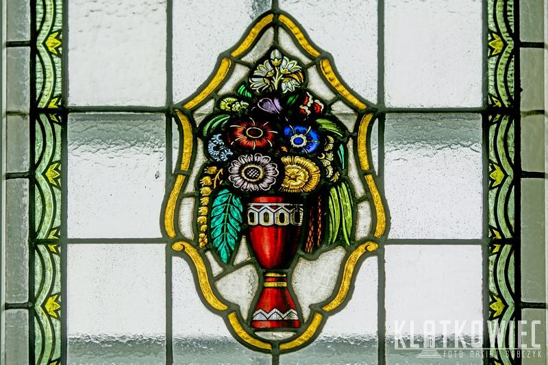 Gliwice: witraż z wazonem z kwiatami
